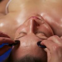 jaspisová masáž hlavy